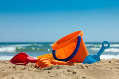 Jouets en plastique pour la plage Photographie stock libre de droits