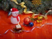 Jouets et bonhomme de neige de Noël Photographie stock libre de droits