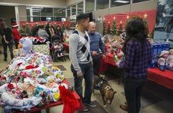 Jouets pour des enfants au dîner de Noël pour des soldats des USA au centre blessé de guerrier, Camp Pendleton, au nord de San Di image stock