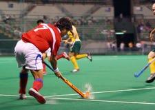 Joueur d'hockey dans l'action Images libres de droits