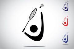 Joueur de badminton jouant le volant sensationnel avec la raquette Photographie stock libre de droits