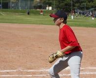Joueur de baseball de la jeunesse mettant en place avec le masque de coupure photographie stock libre de droits