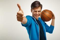 Joueur de basket avec la bille Portrait image stock