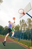 Joueur de basket de rue Photographie stock libre de droits