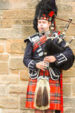 Joueur de cornemuse traditionnel de Scotish Photographie stock libre de droits