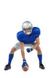 Joueur de football américain dans la position d'attaque photos libres de droits