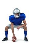 Joueur de football américain plaçant la boule photographie stock libre de droits