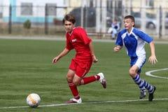 Joueur de football avec la bille Photographie stock libre de droits