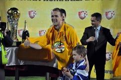 Joueur de football avec la cuvette d'or Image stock