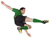 Joueur de football dans des coups de pied verts Images stock