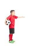 Joueur de football junior faisant des gestes le mécontentement image libre de droits