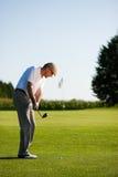 Joueur de golf aîné en été Photos stock