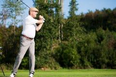 Joueur de golf mâle aîné Photo libre de droits