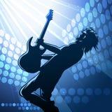 Joueur de guitare de roche sur l'étape Photos stock