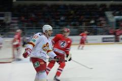 Joueur de hockey de club d'hockey Images libres de droits