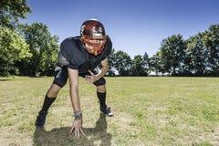 Joueur de ligne offensif de football américain dans l'action image libre de droits