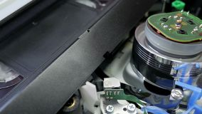 Joueur de QG de VHS avec la cassette, vieux tecnology clips vidéos