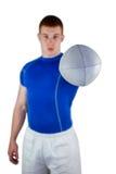 Joueur de rugby remettant une boule de rugby Photo libre de droits