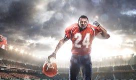 Joueur de sportif de football américain dans le stade Photographie stock libre de droits
