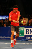Joueur de tennis professionnel Kei Nishikori du Japon dans l'action pendant événement de tennis d'anniversaire d'épreuve de force Photographie stock libre de droits