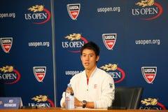 Joueur de tennis professionnel Kei Nishikori pendant la conférence de presse après qu'il ait gagné le match de demi-finale à l'US Image libre de droits