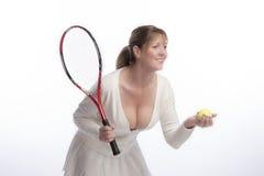 Joueur de tennis tenant la raquette et la boule Photographie stock libre de droits