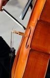 Joueur de violoncelle image stock