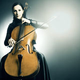 Joueur de violoncelliste d'instrument musical de violoncelle photographie stock libre de droits