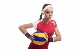 Joueur de volleyball féminin professionnel caucasien voulu fort Eq images stock