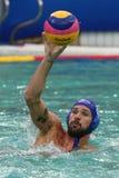 Joueur Marton Szivos de polo d'eau de Team Hungary dans l'action pendant le match rond préliminaire du groupe A du ` s d'hommes d photographie stock