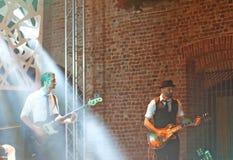 Joueurs au concert de Malika Ayane Images stock
