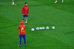 Joueurs d'équipe nationale espagnols du football pendant l'échauffement Images stock