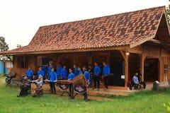 Joueurs d'Angklung dans l'action à un événement photo stock
