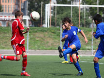 Joueurs de football avec la bille Photographie stock libre de droits