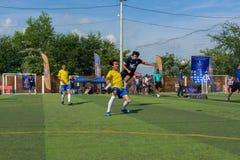 Joueurs de football cambodgiens dans l'action, Kampot cambodia images libres de droits