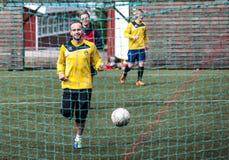 Joueurs de football dans Seydisfjordur Iceland2 Photos stock