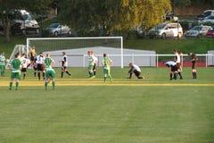 Joueurs de football se préparant à un match Photo stock
