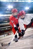Joueurs de hockey dans l'action photo stock