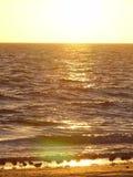 Joueurs de pipeau de sable au coucher du soleil Photos stock