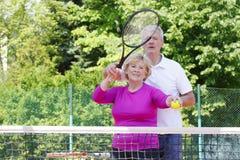 Joueurs de tennis aînés actifs Photo libre de droits