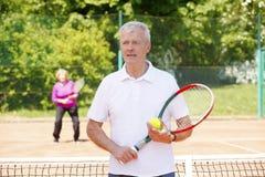 Joueurs de tennis aînés actifs Images libres de droits