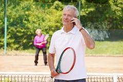 Joueurs de tennis aînés actifs Photos libres de droits