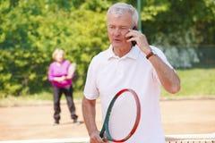 Joueurs de tennis aînés actifs Photos stock