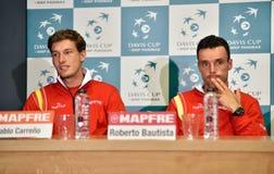 Joueurs de tennis espagnols pendant une conférence de presse de Davis Cup Photos stock