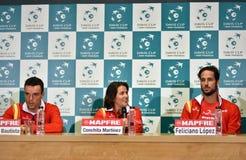 Joueurs de tennis espagnols pendant une conférence de presse de Davis Cup Photo libre de droits