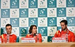 Joueurs de tennis espagnols pendant une conférence de presse de Davis Cup Images stock