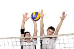 Joueurs de volleyball avec la bille Images libres de droits