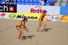 joueurs de volleyball de plage Photos stock