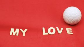 Jouez au golf et avec la lettre d'amour sur le fond blanc Image stock