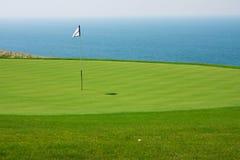 Jouez au golf le trou Photo stock